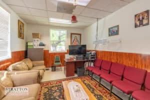 23986-pine-st-private-office